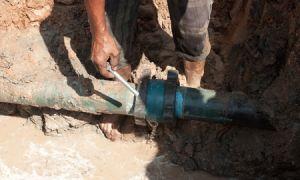 Как врезаться и установить тройник в чугунную канализационную трубу?