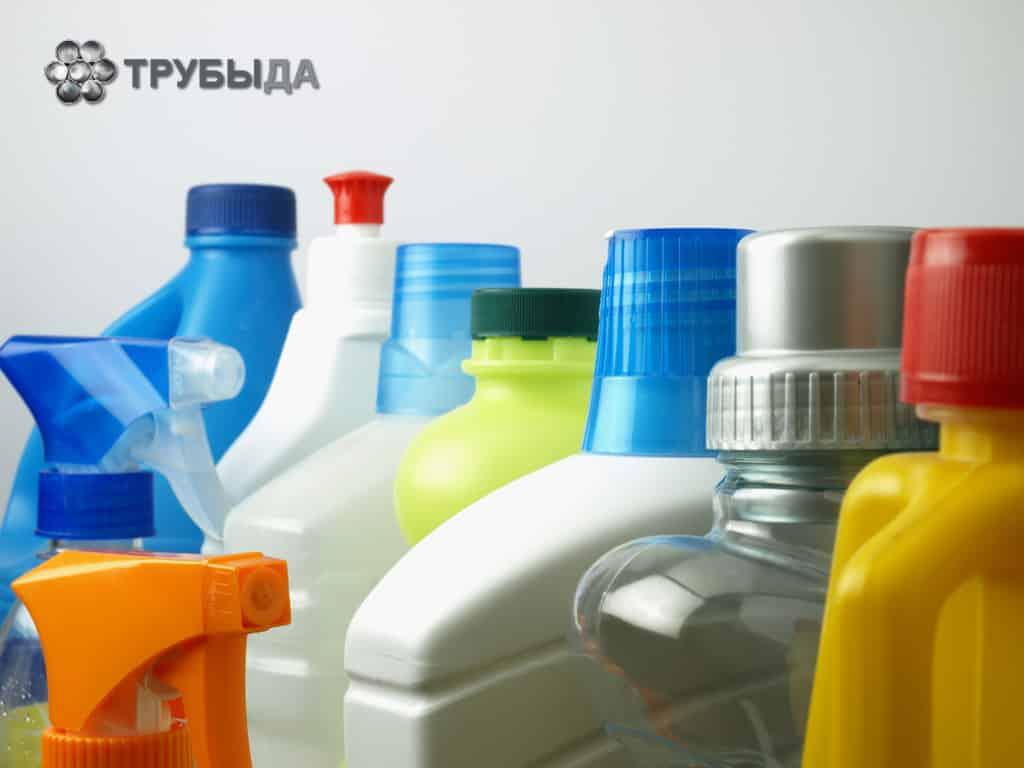 Чистящие средства в пластиковых контейнерах