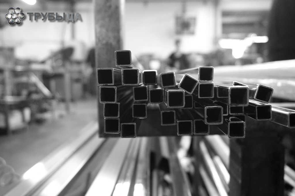 Металлические квадратные трубы