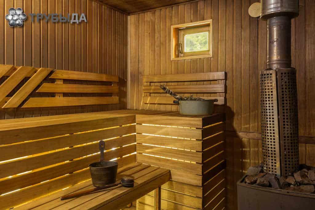 Печь с трубой в бане