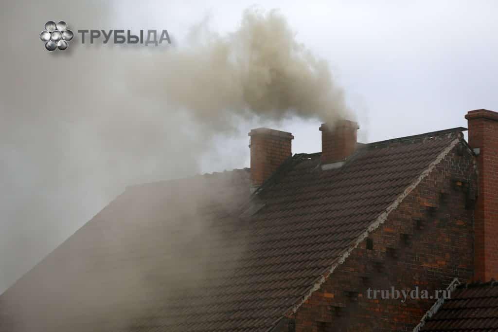Темный дым из дымохода